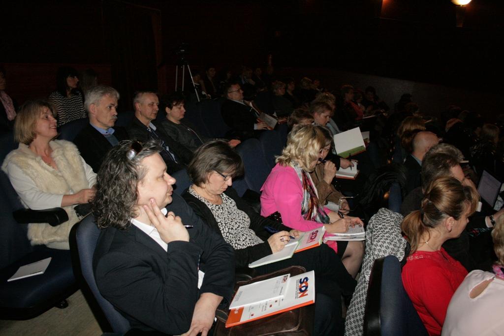 """Przeglądasz zdjęcia z artykułu: Konferencja """"Nowe zadania dyrektorów po przyjęciu uchwał w sprawie dostosowania sieci szkół"""""""