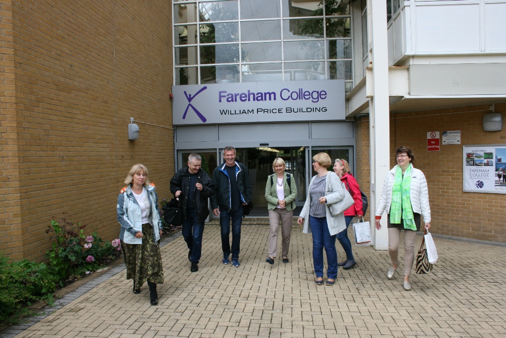 Przeglądasz zdjęcia z artykułu: The second group of consultans paid the visit to the University of Chichester