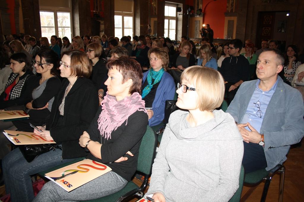 """Przeglądasz zdjęcia z artykułu: Konferencja i warsztaty pn.: """"Nauczanie dwujęzyczne w szkole – od teorii do praktyki'"""
