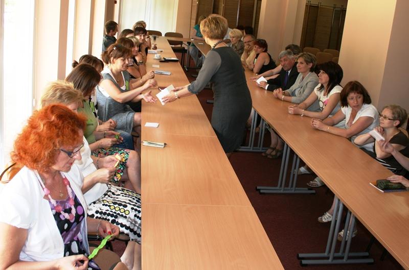"""Przeglądasz zdjęcia z artykułu: Spotkanie podsumowujące realizację Programu """"Razem Łatwiej"""" w 2012 roku"""